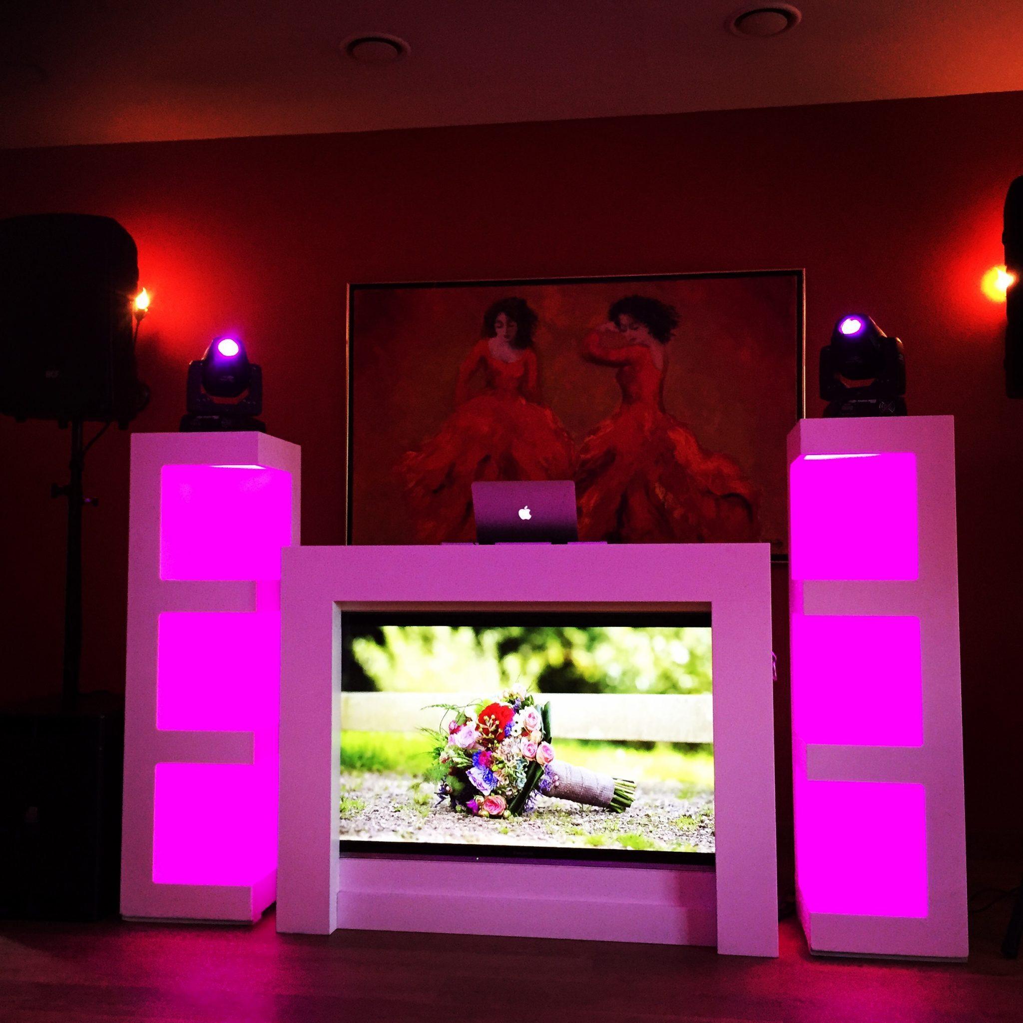 DJ show gereed voor Linda & Jeroen! Het werd uiteindelijk een topfeest! Linda & Jeroen, dankjewel!