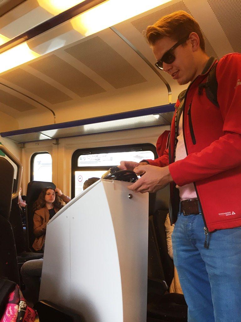 Begin deze week haalden we voor onze collega's van Skyfly een #videogastenboek op. Deze werd in de trein vervoerd :-)