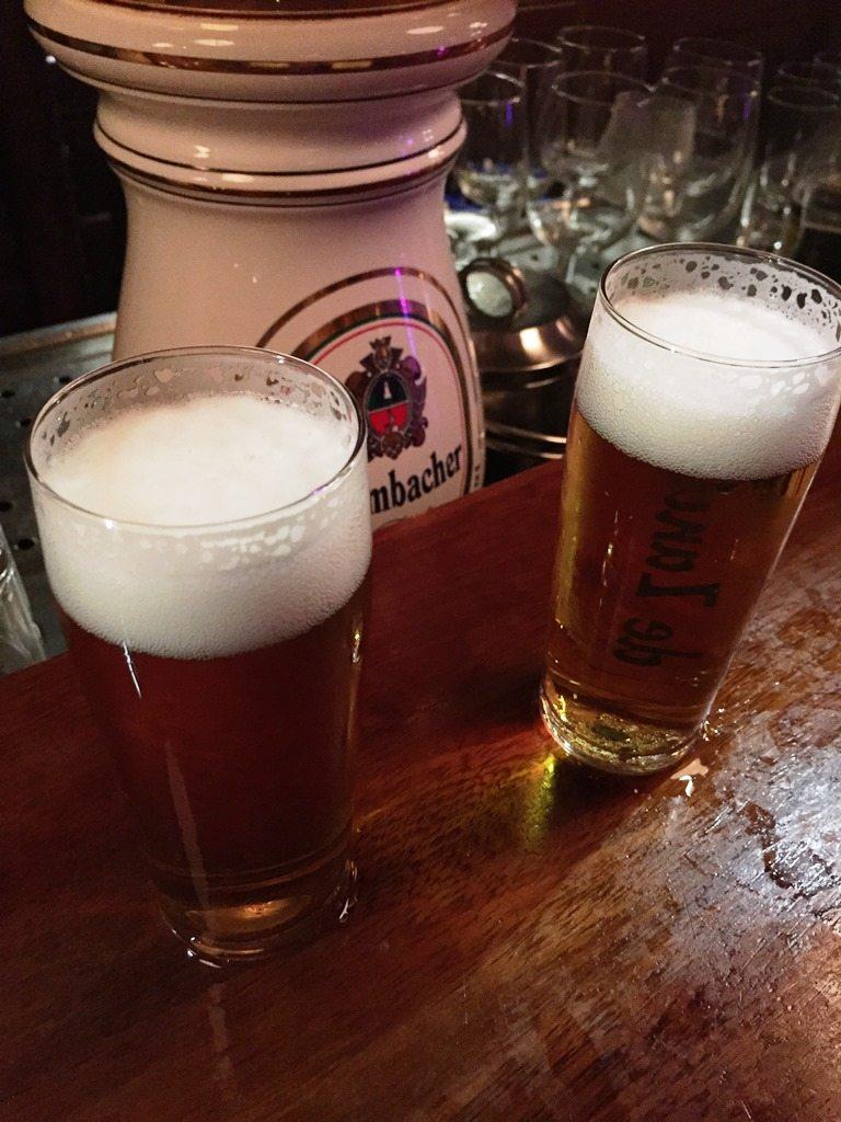 Dankjewel Jerry! Heerlijk een biertje na afloop van de DJ Show bij de Zandstuve in Den Ham!