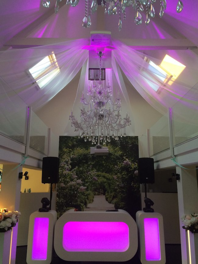 De show van DJ Mark in Lekkerkerk! Een prachtige locatie met een fantastische service!