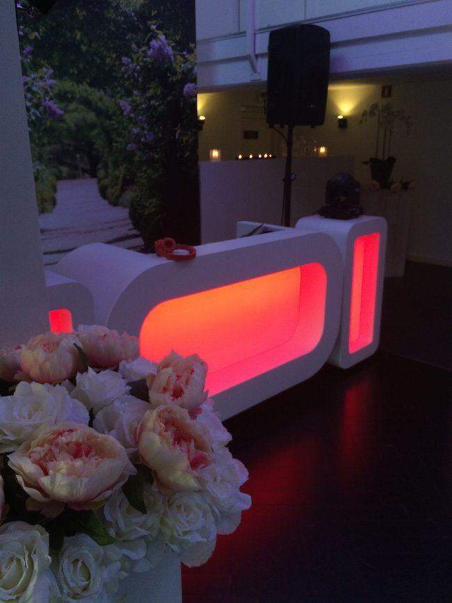 De show kleurt vaak Roze op het begin van de avond... maar Rood is natuurlijk ook een mogelijkheid :-)