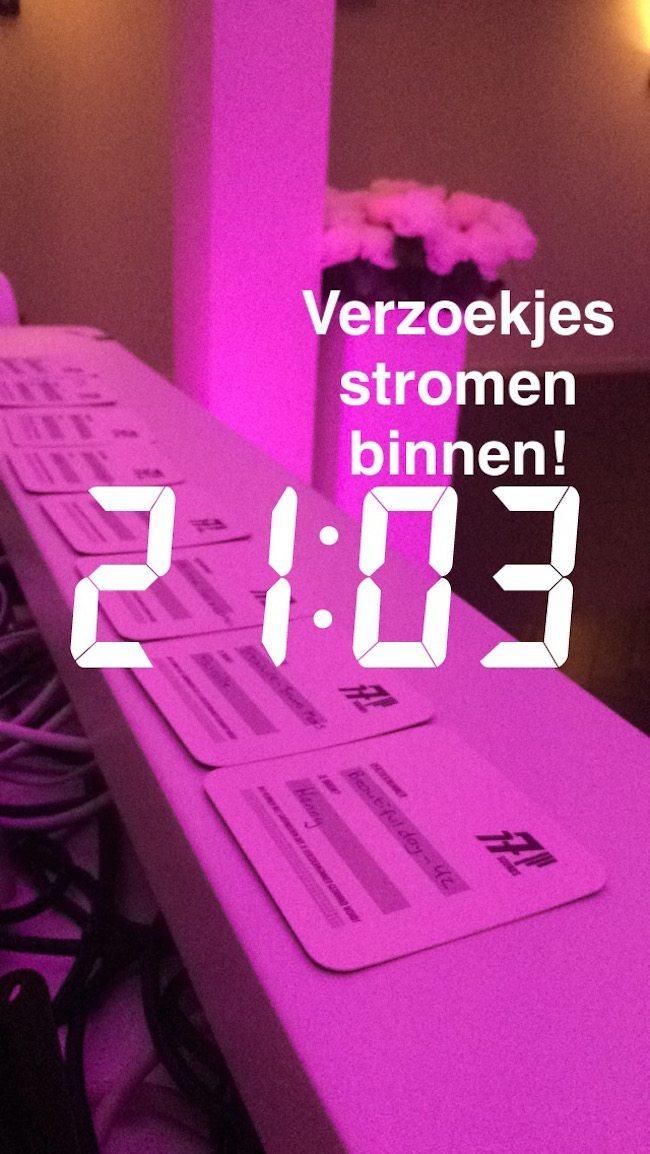 De eerste verzoekjes van de avond bij DJ Mark! Daar was geen gebrek aan in Lekkerkerk. Topfeest!