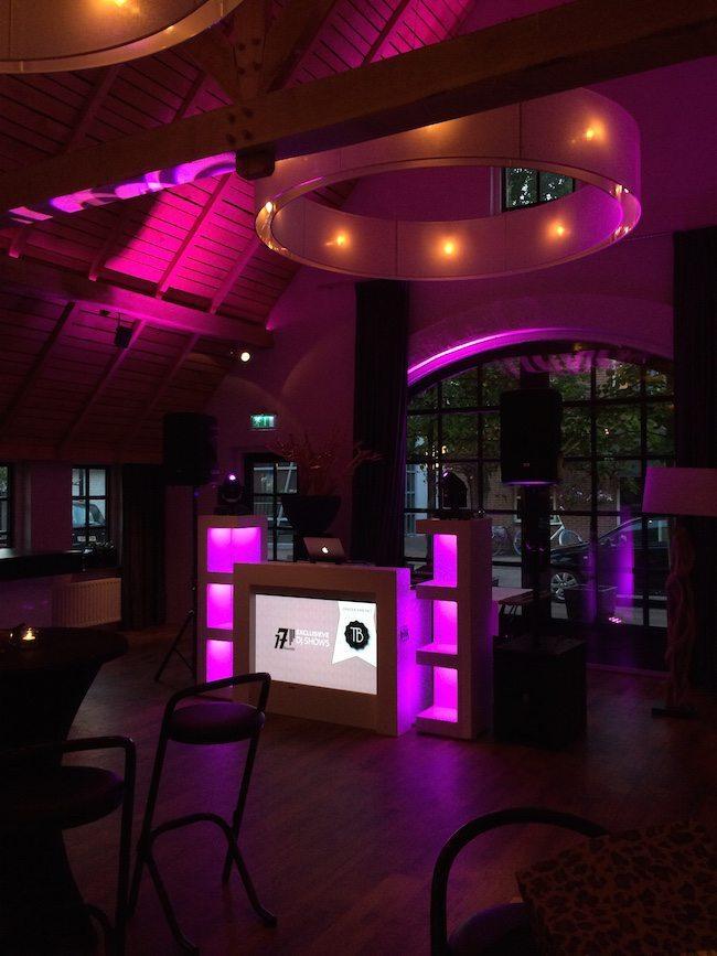 En de show deze avond! De exclusieve DJ show met extra LED uplights!