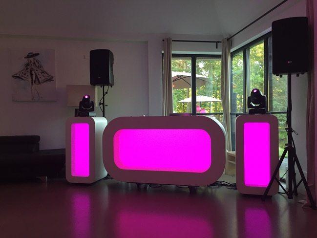 en hierbij een foto van de DJ Show in de Lodge. Erg gaaf zo'n feest in een Lodge. Net een grote huiskamerparty!