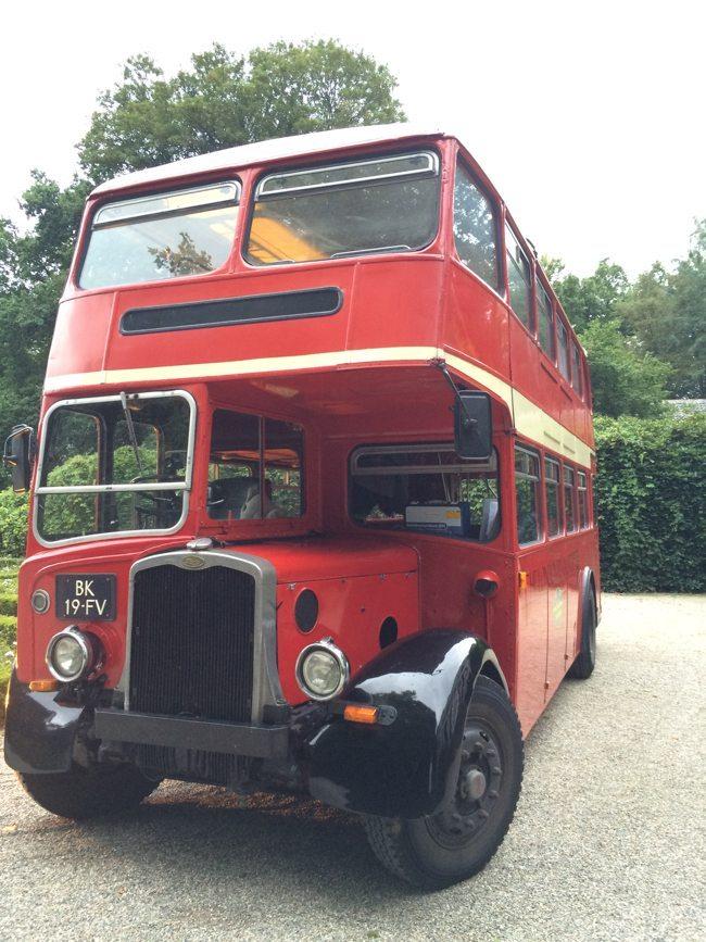 Het trouwvervoer voor de gasten van Arnout en Stefano, iets anders dan onze kleine #fiat500 ??Deze is ook erg gaaf!