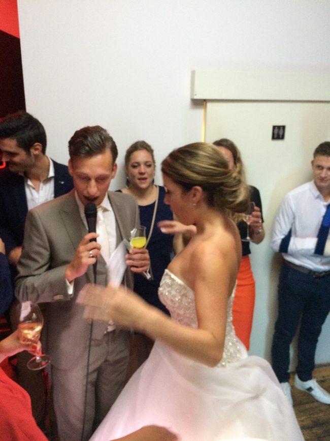 Ondertussen in #Dordrecht, Robin & Lerry openen de dansvloer met een gezamenlijke toast! ?