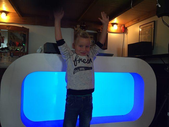 Zaterdag was een bijzondere dag voor Sem en zijn familie. Hij kreeg onlangs bericht dat hij genezen is van Leukemie na honderden behandelingen. Wat een held! Tijd voor een groot feest en veel cadeau's! ??
