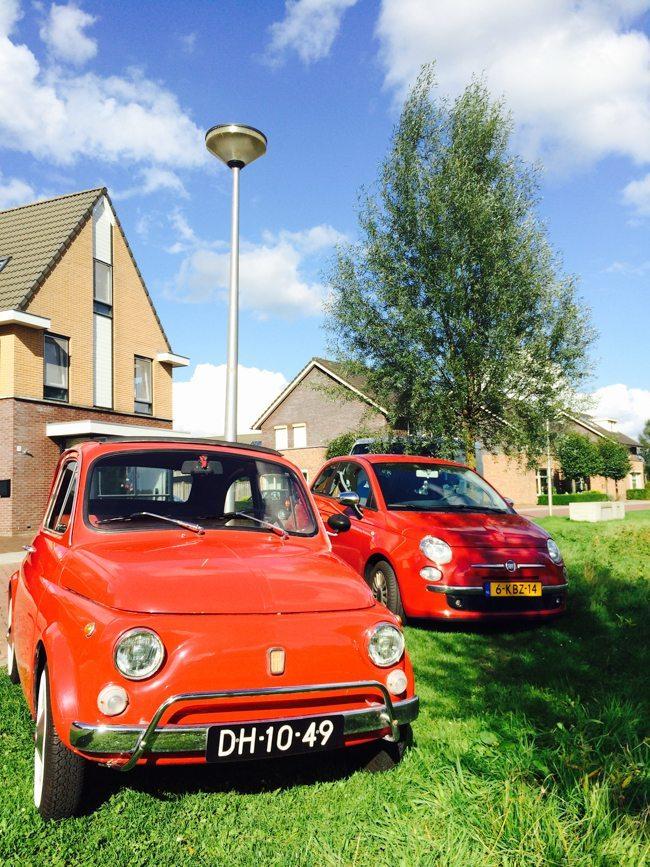 Zaterdag haalden wij onze nieuwe #trouwauto op! Hier onze #fiat500 samen met zijn jongere broertje. Wat een schatjes he? :) ??
