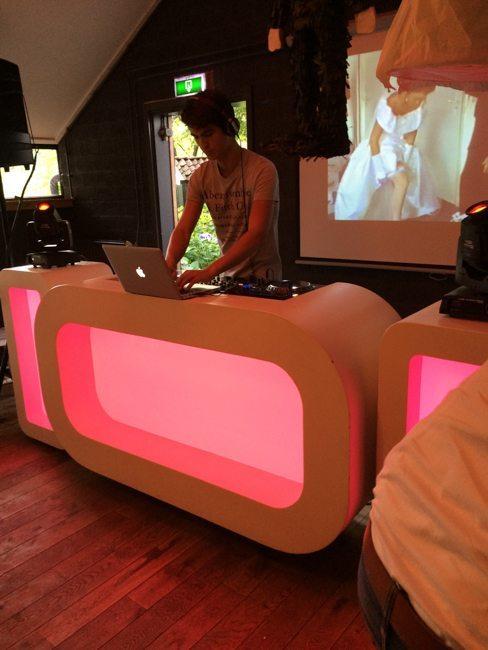 Zondag verzorgde DJ Olivier een 25-jarig huwelijksfeest bij de Houtmaat in Hengelo! Top gedaan, Olivier!
