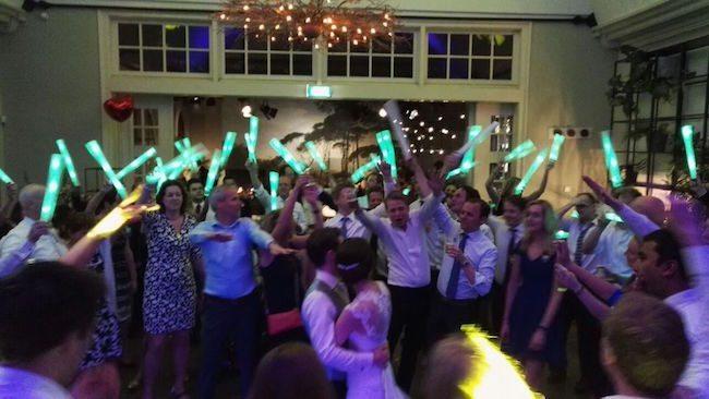 Vorige week zaterdagavond stond DJ Rutger Emmens op de bruiloft van Laurens-Jan en Marlon! Zoals je ziet, helemaal geslaagd! Veel geluk samen!