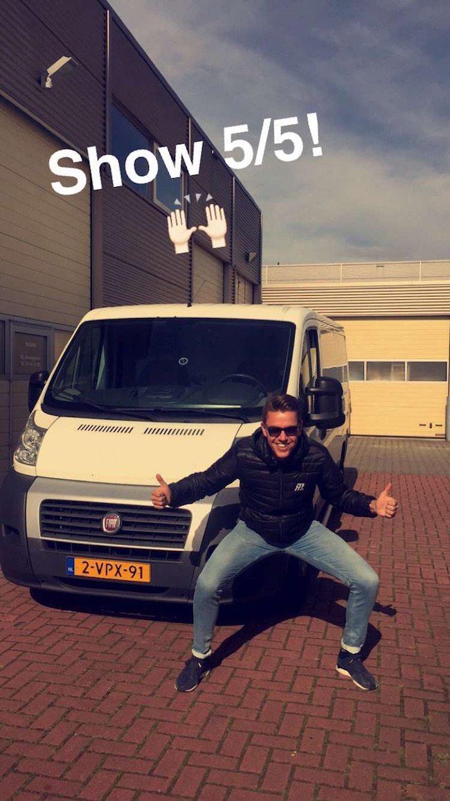 Mark checkt de laatste show, voor deze naar De Vier Jaargetijden in Enschede gaat voor de bruiloft van Kelly en Gijs met DJ Rutger! ??