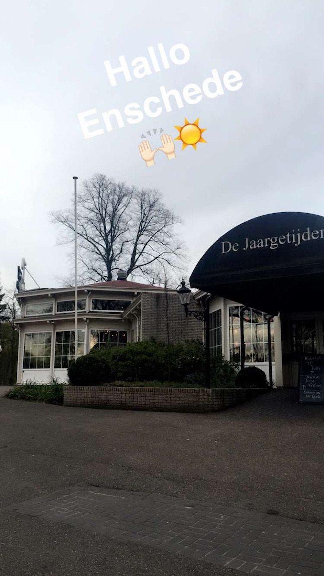 Aan het begin van de avond arriveerde DJ Rutger bij De Jaargetijden in Enschede! Het zonnetje ontbrak, maar die kunnen we tegenwoordig zelf ook wel fixen! ☀️