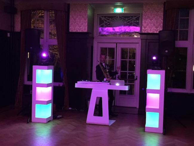 Ondertussen bij Kasteel Hooge Vuursche! ? Saxofonist J-sax staat klaar met DJ Sjors! ??