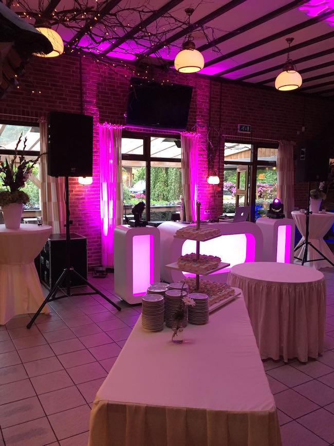 DJ Sjors stond ondertussen klaar bij de Zandstuve voor de bruiloft van Kim & Iwan! Het werd een super gezellig feest! Dankjewel allemaal!
