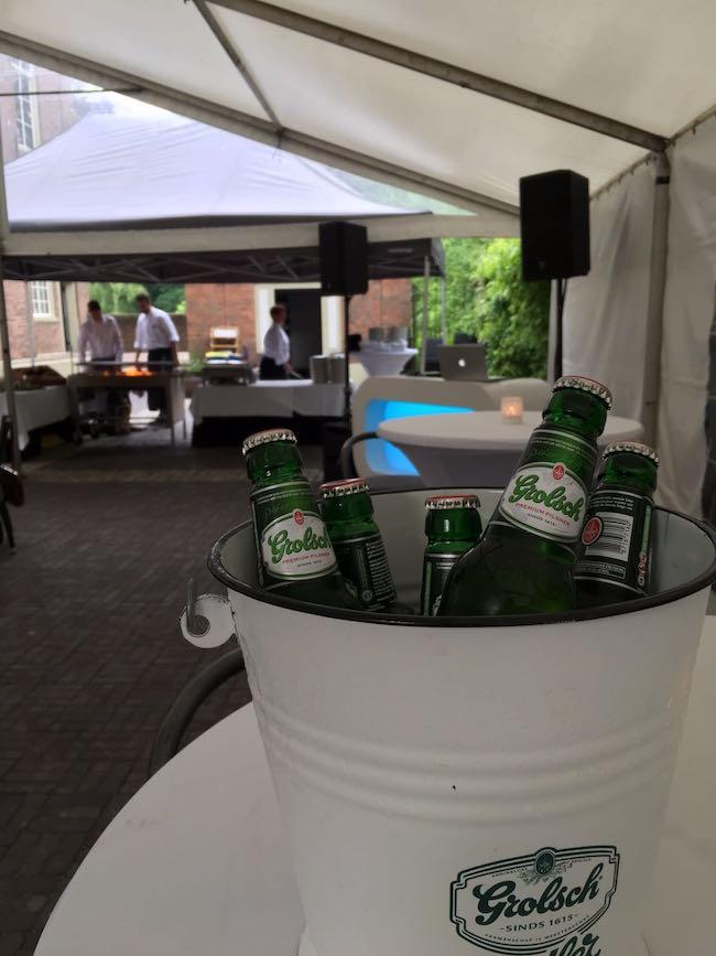 DJ Sjors verzordge bij Kasteel de Oosterhoff de 65e verjaardag van Henk! De Grolschjes lagen lekker koud door cateraar Brodshoes!