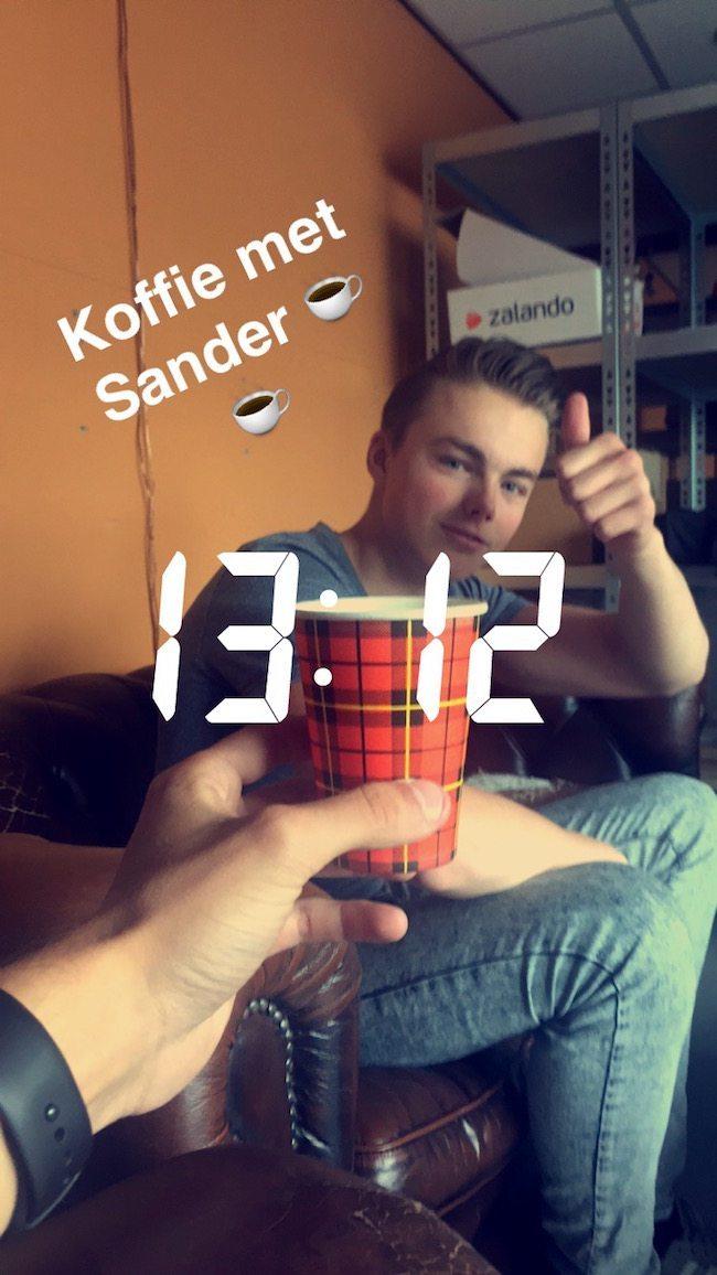 En toen was het 27-5! Sander was in alle vroegte al begonnen met het opbouwen van de Shows! Tijdens de lunchpauze ook even een bakje koffie! ☕️