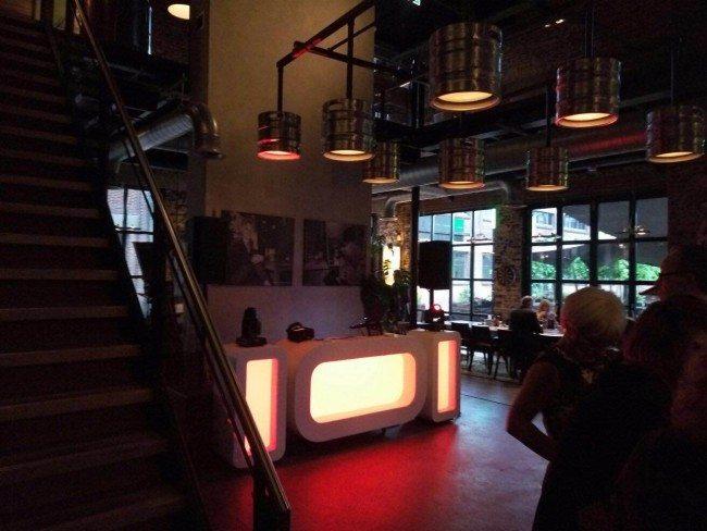 DJ Sebastiaan verzorgde maandag de DJ Show bij De Twentse Bierbrouwerij/Proeflokaal in Hengelo voor de bruiloft van Ilonka & Ron!