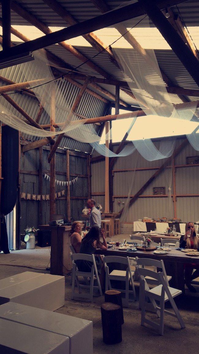 Zaterdag stond mark in Rijswijk (NB). Het bruidspaar gaf thuis een feest. De schuur was prachtig aangekleed. Erg leuk gedaan!