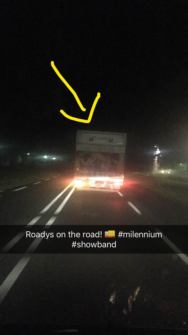 Snel naar huis, terwijl we 'Millenium Showband' nog even spotten! Always on the road! ??