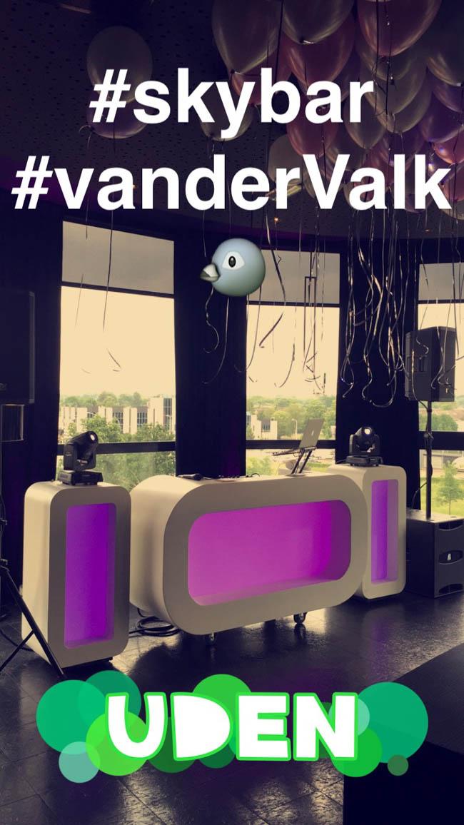 Het 'weekend' begon al vroeg deze week, op woensdag stond DJ Rutger op de bruiloft van Pui-Pui & Kit bij Hotel van der Valk te Uden met de Oval DJ Show! Zij gaven feest in de 'skybar', erg gaaf! ?