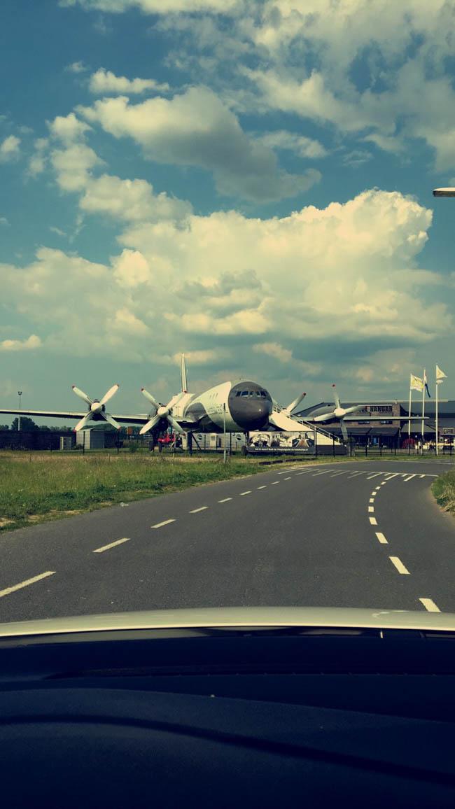 DJ Mark reisde af naar Teuge, waar het feest losbarstte bij 'The Hangar' op de bruiloft van Thomas & Elise! ✈