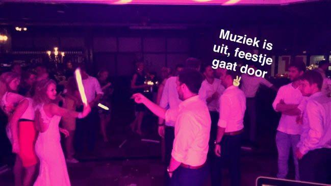 All good things come to an end..... behalve bij Tim & Bertine; daar ging het feest gewoon door toen de muziek helaas uit moest! ?