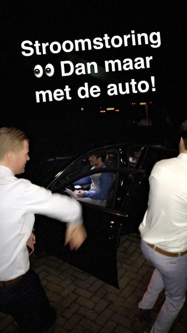 .... En dan! ⚡️⚡️Stroomstoring in Brabant! De Gasten pakken het snel op door de Happy Hardcore platen uit de auto te laten klinken!