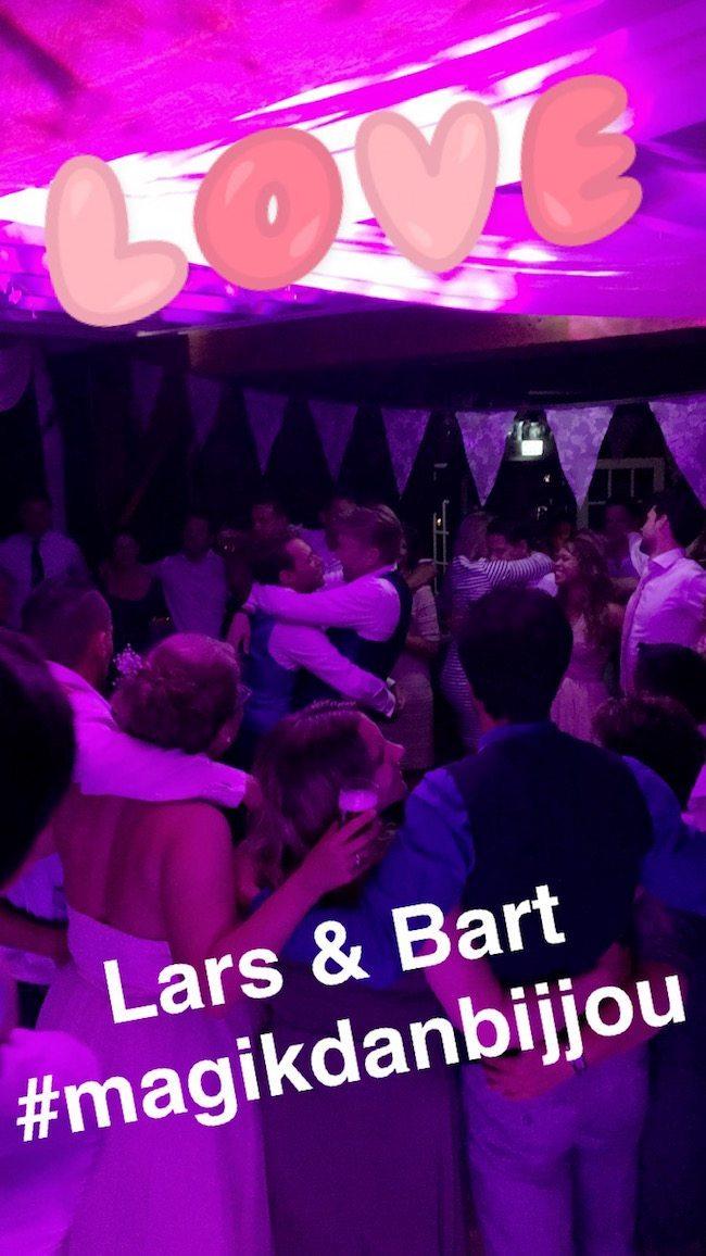 Uiteindelijk was er weer stroom, doordat de locatie snel een aggregaat regelde! #waarvoorhulde Lars & Bart, veel geluk samen!