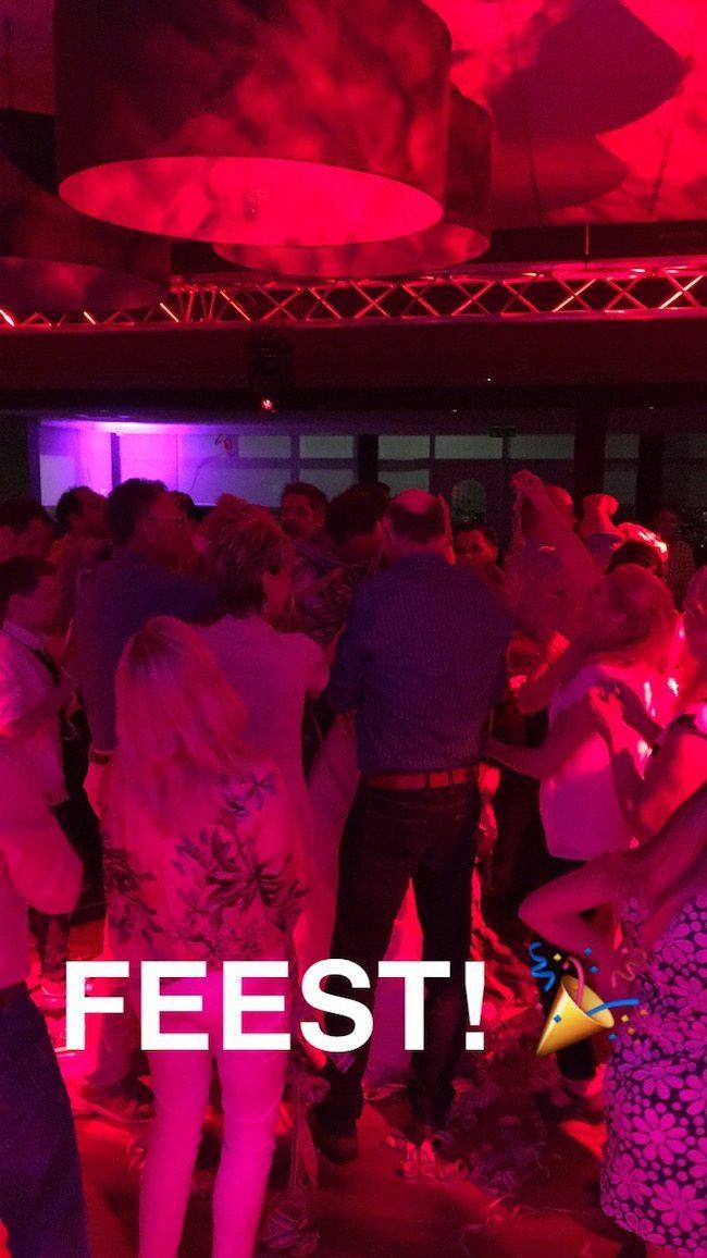Na de openingsdans direct een volle dansvloer bij het Bakkershuis in Haaksbergen! ??