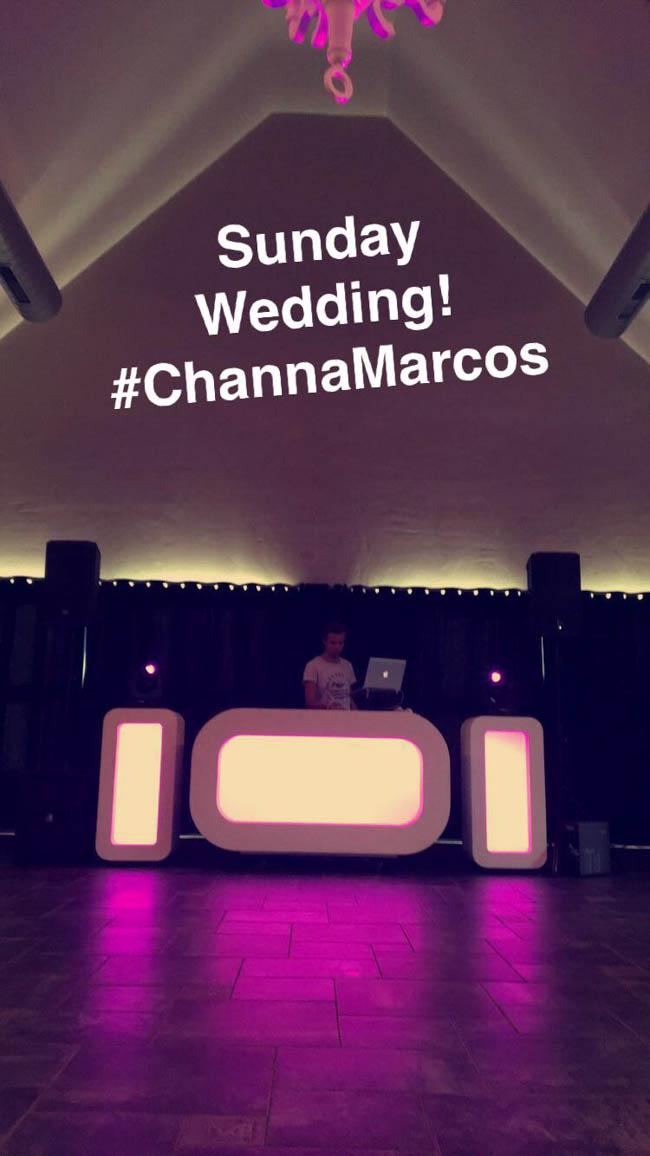 Zondag! Normaal de start van ons 'weekend'.. Deze week net even iets anders! De Oval DJ Show stond bij de altijd geweldige locatie Restaurant Fox op de bruiloft van Channa & Marcos! ?? #neverending #feestfeestfeest