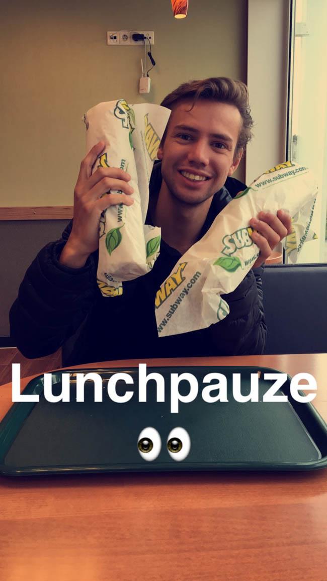 Even pauze houden ondertussen en een snelle lunch! Rutger moest even op kracht komen bij de subway! ? #haphap