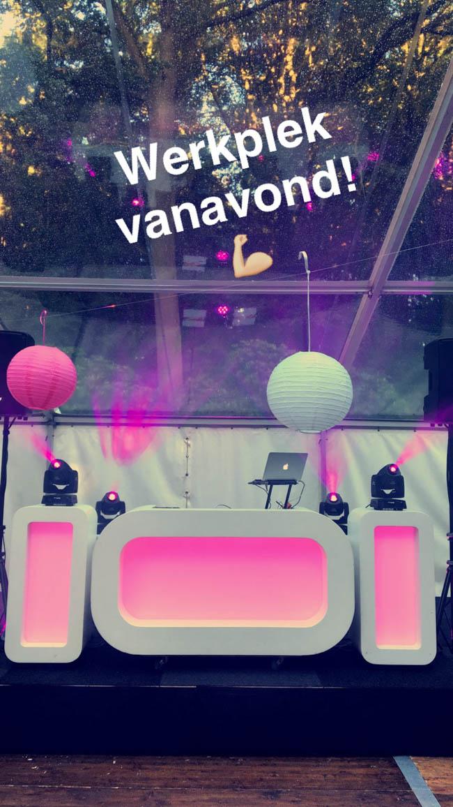 En dat zag er zo uit; dezelfde locatie, DJ show een upgrade en 's avonds nog een gave goochelaar voor nóg meer entertainment! ?