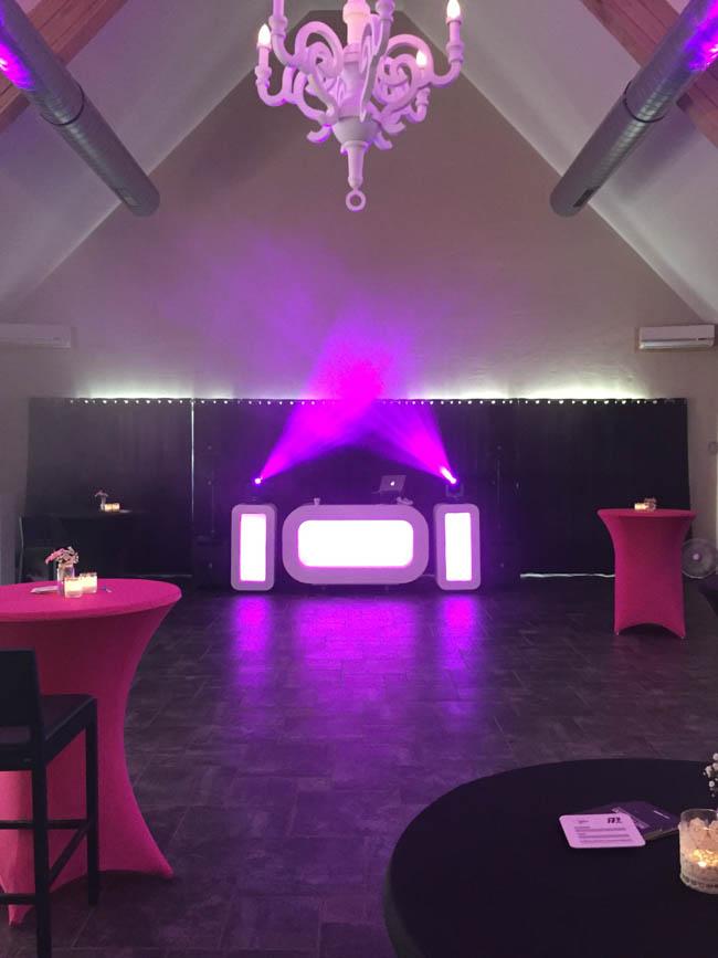 Ook deze week waren we weer aanwezig bij Restaurant Fox, Sander bouwde de Oval DJ Show op voor de bruiloft van Bart & Marleen! ?
