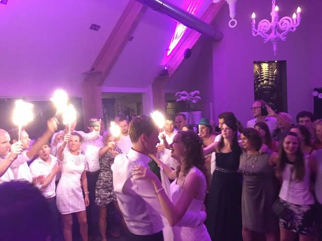 Op de bruiloft van Bart & Marleen ging het dak er af! Met een klein deel aan Duitse gasten werd er flink gefeest! ?