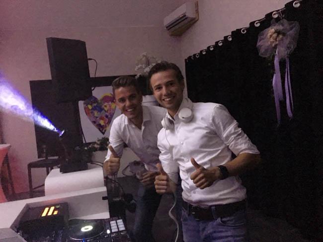 En feest was het met DJ Mark & Rutger! Tot 01:00u ging het dak eraf! Bruidspaar C&M, alle gasten en ook zeker het personeel van Fox; THANKS! ??