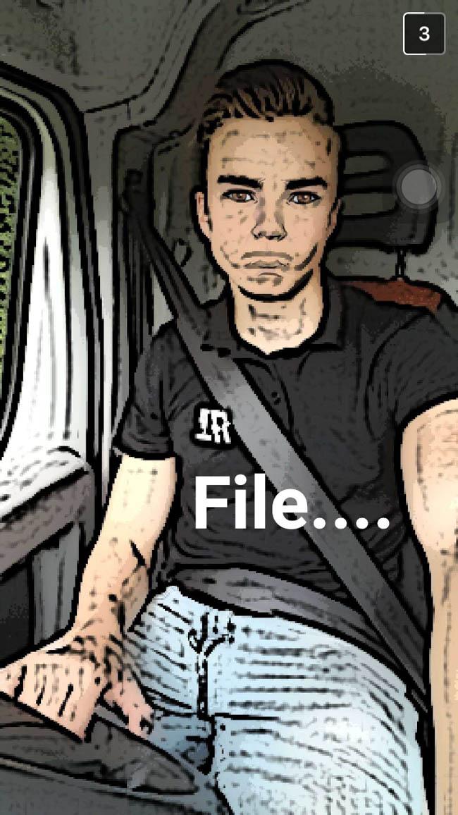 Snel door naar zaterdag.. Sander begon z'n dag goed met een file! ? Uit verveling alle filtertjes van snapchat maar even geprobeerd?