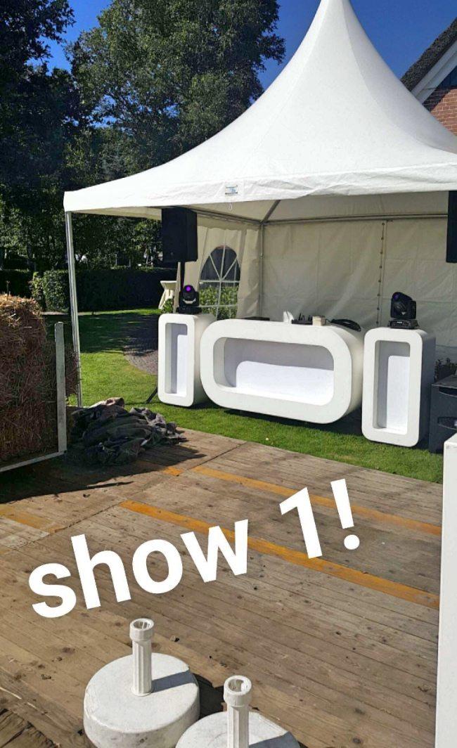 Op donderdag bouwde Sander show 1 op in Rheeze op het tuinfeest van Rene & Janine!