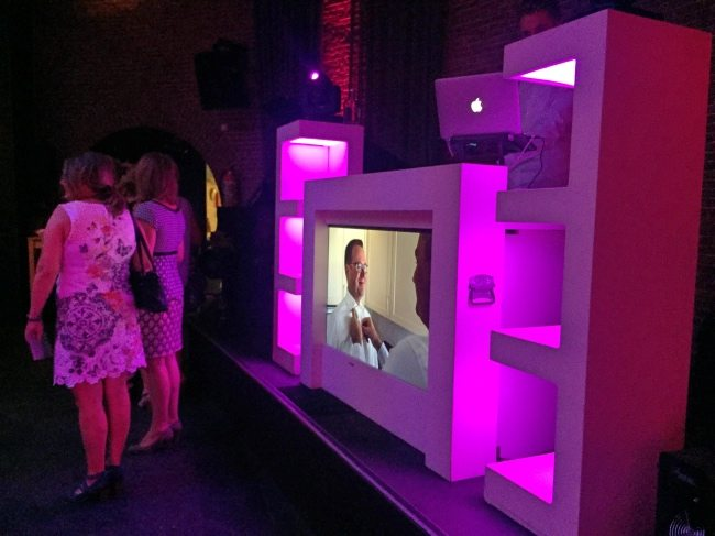 Mark en Rutger stonden donderdagavond in Nijmegen op het avondfeest van Wim & Anita! Zij boekten de exclusieve show, dus bij binnenkomst foto's van de dag op de DJ Booth! ?