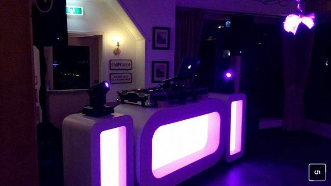 De Oval DJ Show staat klaar bij 't Hulsbeek in Oldenzaal! DJ Olivier zette hier de tent op de kop! ?