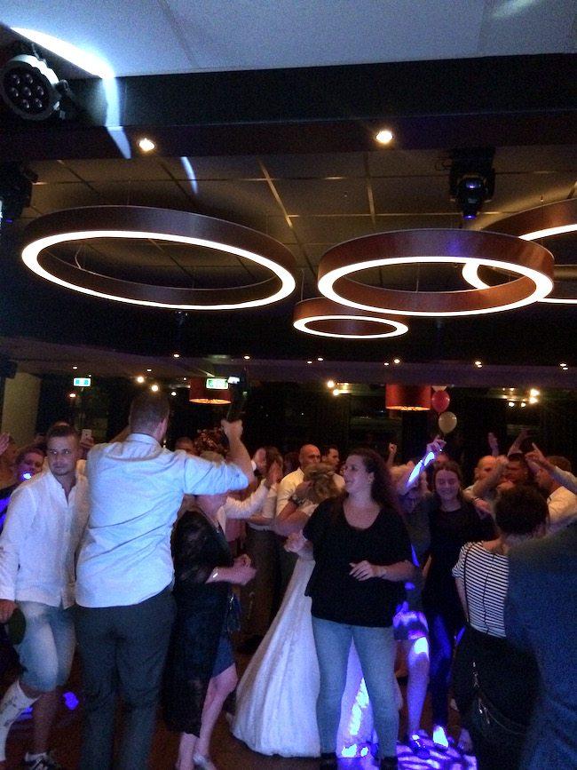 DJ Mitch draaide op de bruiloft van Rosalie & Chris bij Witkamp in Laren! Direct na de openingsdans ging het los! ?