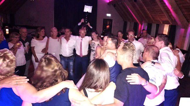 Feesten bij het Brodshoes in Rijssen met DJ Rutger E op de bruiloft van Wendy & Dennis! ?