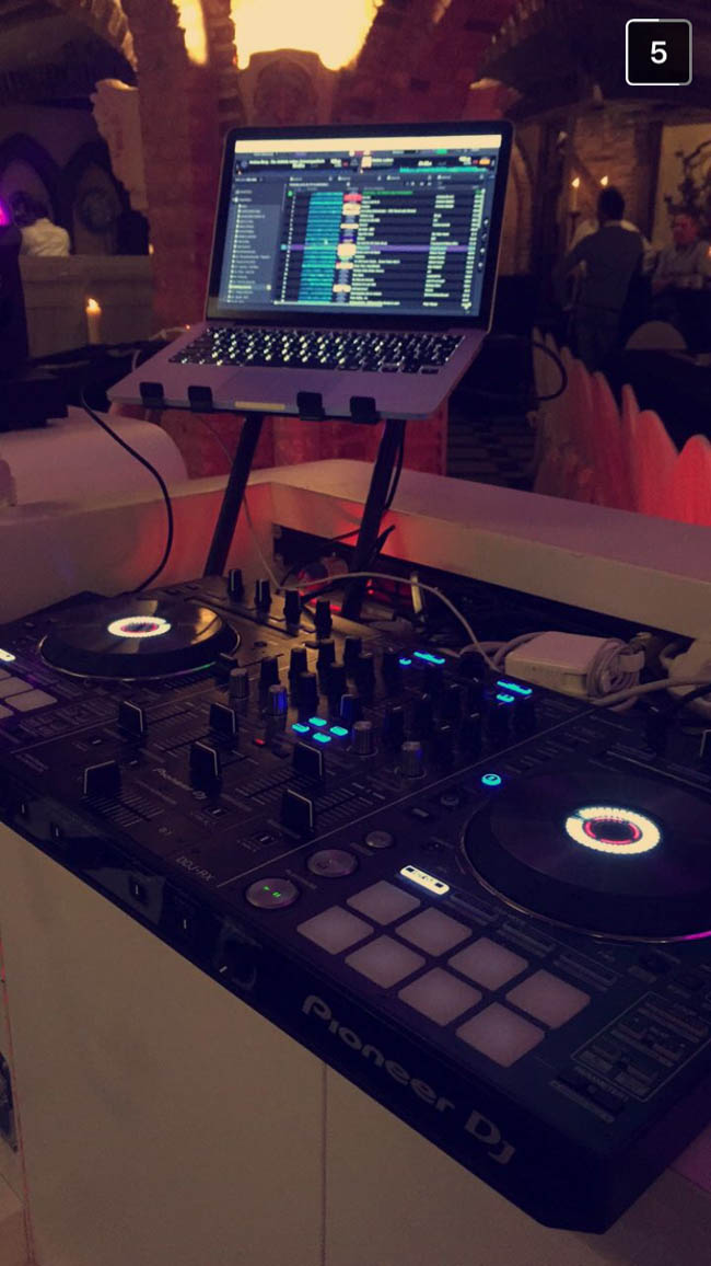 Lekkere vrijdag dachten we zo! ?? Met frisse energie startte DJ Rutger om 18:30 weer het eerste plaatje op het bedrijfsfeest van ETTC bij 't Losse Hoes in Holten! Resultaat; een gezellige avond met als thema 'Oktoberfest'! Bedankt iedereen voor alle goede zorgen! ??