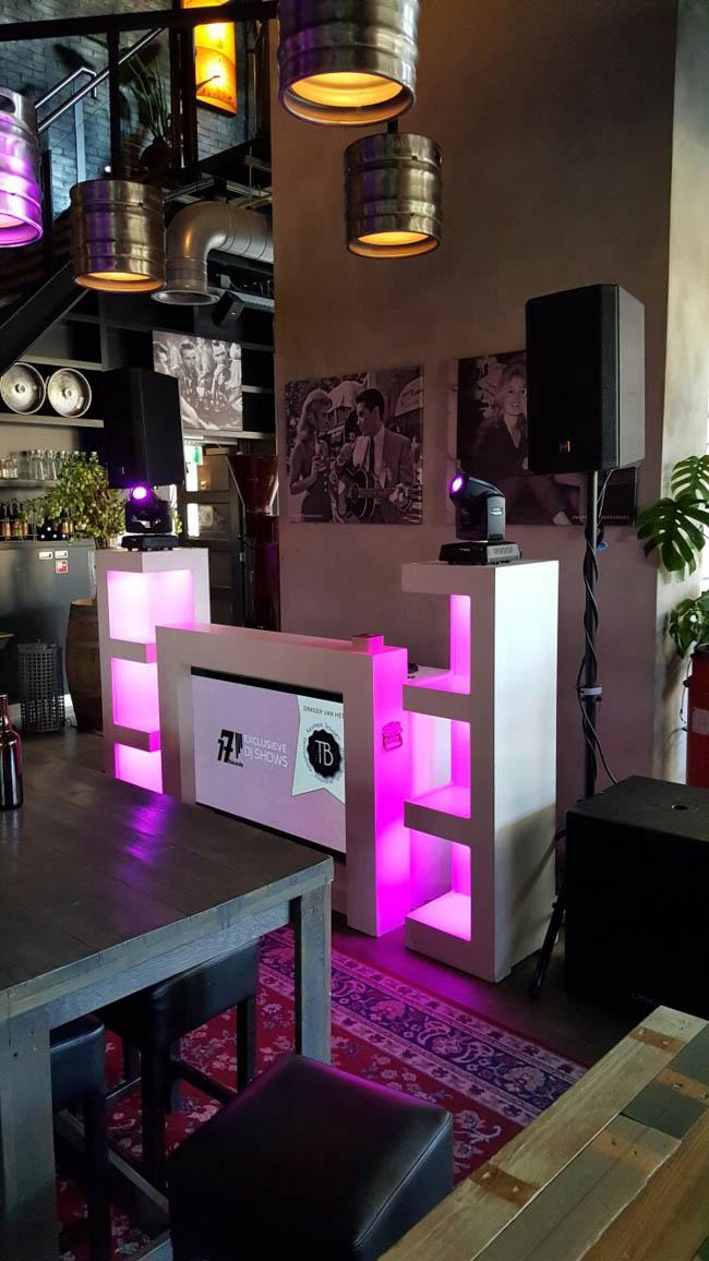 Snel door naar de volgende locatie! Het Proeflokaal van de Twentse Bierbrouwerij te Hengelo! Hier verzorgden we de Exclusieve DJ Show op het bedrijfsfeest van BS uit Hengelo!